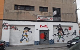 Graffiti corporativo en local comercial