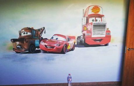 Decoración de graffiti cars en habitacion infantil