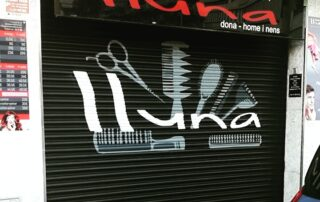Graffiti profesional en persiana de peluqueria Vilanova i la geltru