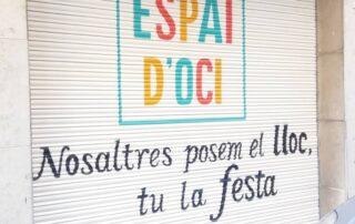 Graffiti profesional en persiana de Espai d'oci Vilanova i la geltru