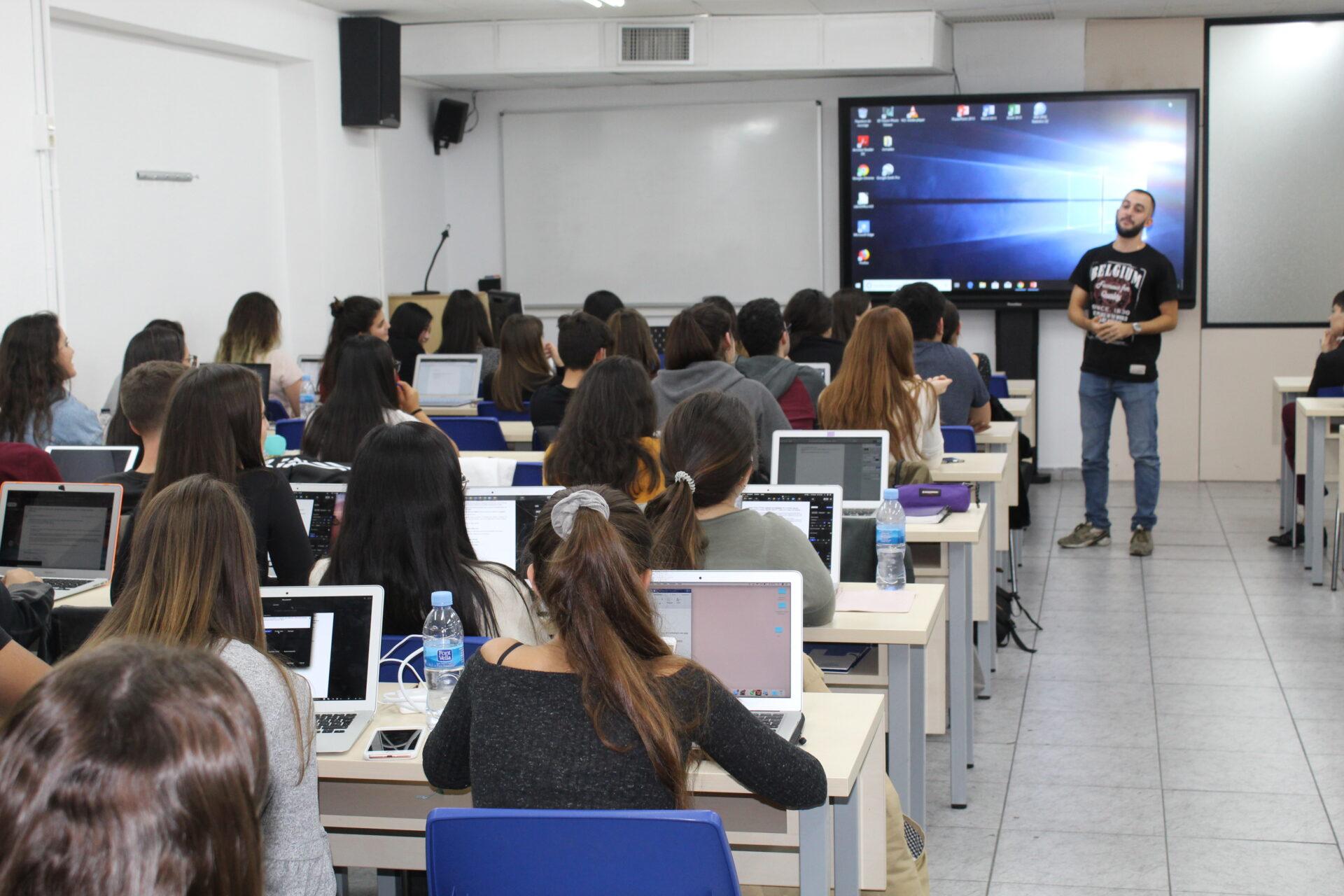 Charla Motivacional en escola universitaria mediterrani Lucas Amat